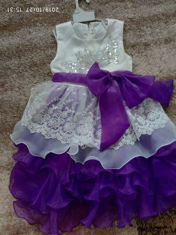 Продам отличные нарядные платья на 5-6 лет
