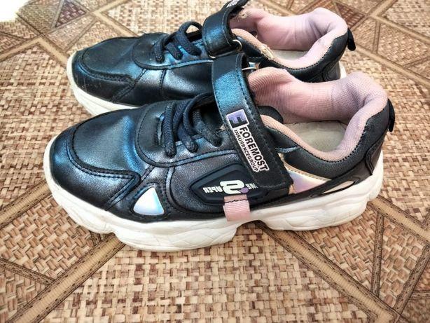 Детская обувь: кроссовки