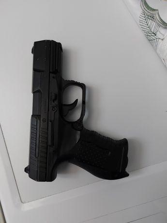 Vând pistol tip airsoft Walter
