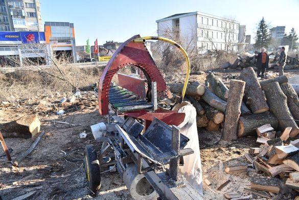 Машина за рязане и цепене на дърва за огрев