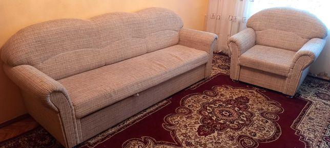 Срочно продается диван-кровать с двумя раздвижными креслами!