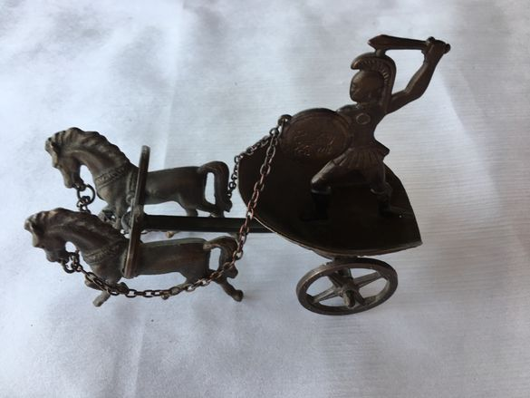 Метална римска колесница