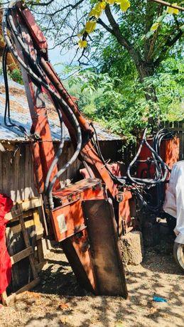 Tocator cu braț hidraulic BRUNI