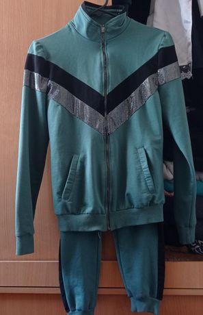Спортивный костюм. 44 размер (15-16 лет). Одевали один раз .3500 тг