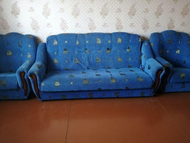 Продам диван с креслами