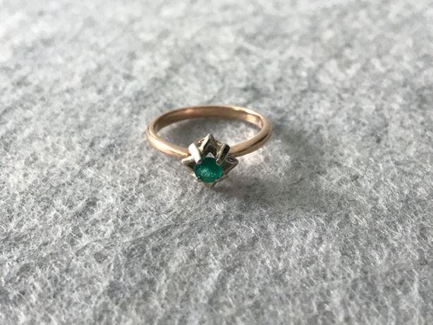 Продам золотое кольцо с изумрудом (обручальное / декоративное)