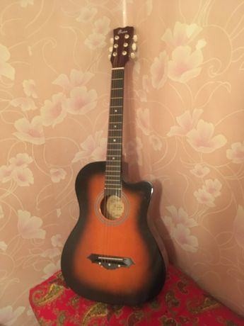 продам гитару обсолютно новую