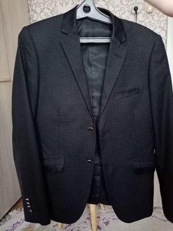 Продам костюм для школьника
