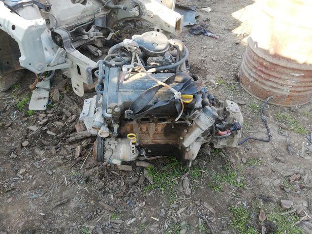 Dezmembrez opel corsa c 1.2 16 valve 75 cai cod motor z12xe