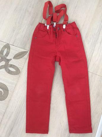 Продам новые красные брюки с подтяжками на мальчика и джинсы