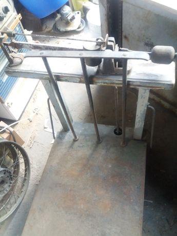 Продавам дървен кантар ,който тегли до 300 кг.