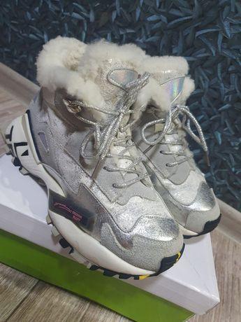 Продам зимние детские кроссовки