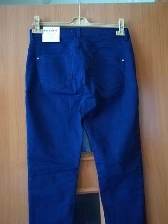 Продаю джинсы 48 размера.