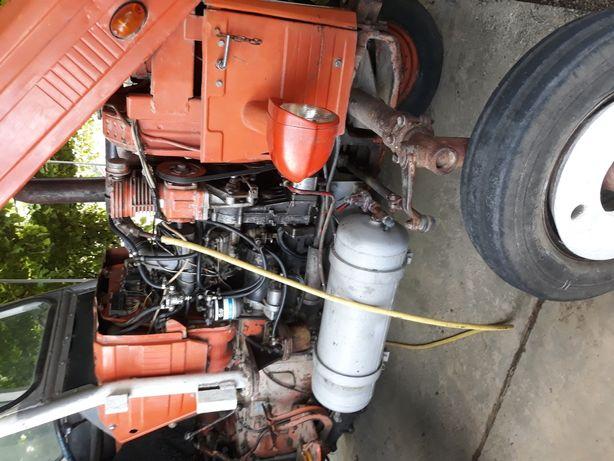 Tractor U 445 L cu utilaje