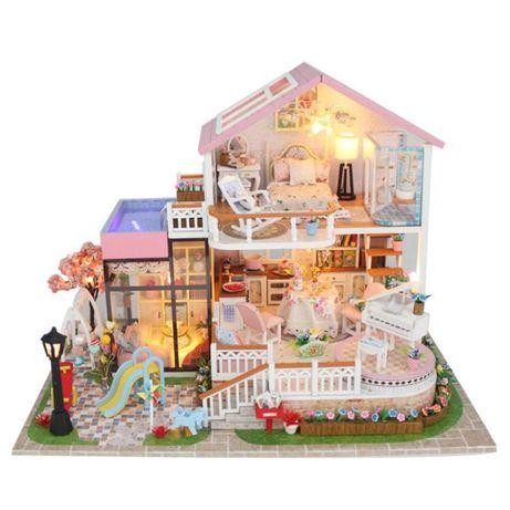 Casa de papusi cu curte ,piscina Diorama din lemn 3D luminata -