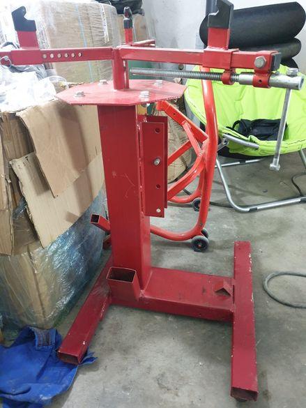 Стойка за сменяне на гуми