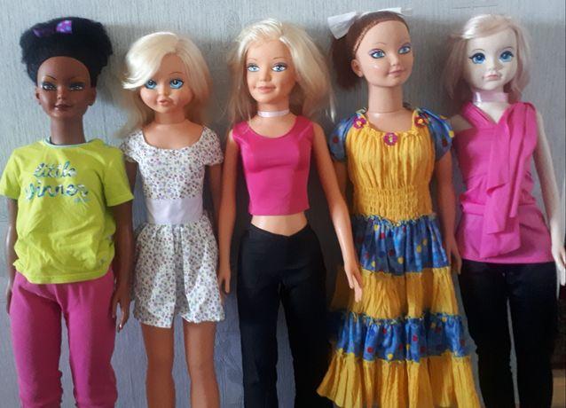 Куклы 1.05 высотой, в отличном состоянии.