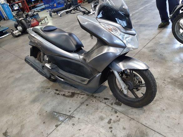 Скутер Хонда ПЦХ 125(Honda PCX 125)-На части