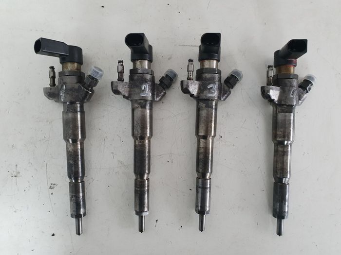 Injector RENAULT Master , OPEL Movano 2.3 DCI , E5 , 166000372r , M9T