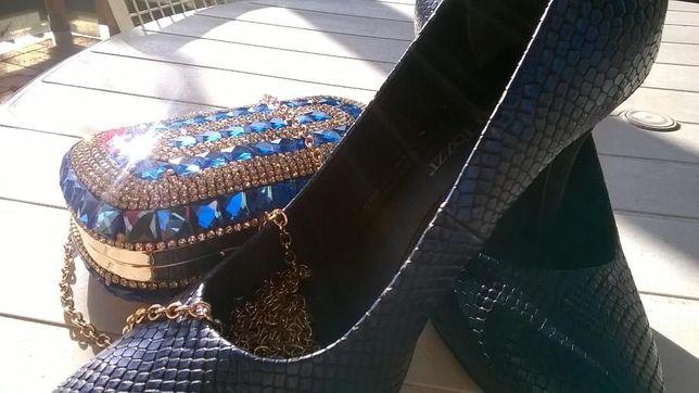 Pantofi imitatie piele de sarpe bleumari si poseta pentru ocazii
