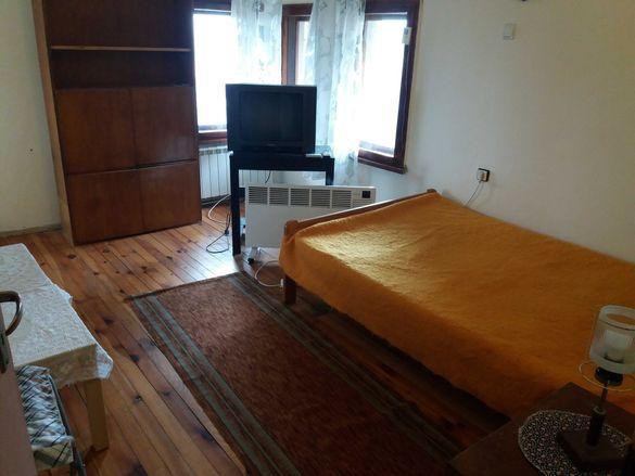 Двустаен апартамент в къща под наем