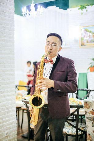 Саксофонист в алматы на праздник, заказать саксофониста.