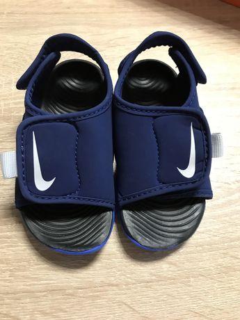 Чисто нови сандали Nike