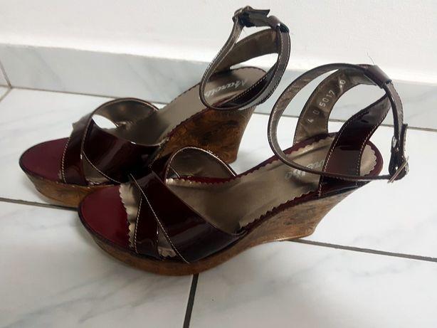 Sandale piele lăcuită