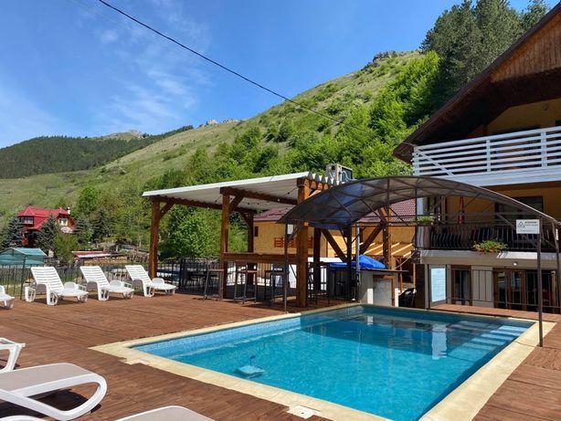 Cabana de inchiriat cu piscina jacuzii si ciubar.