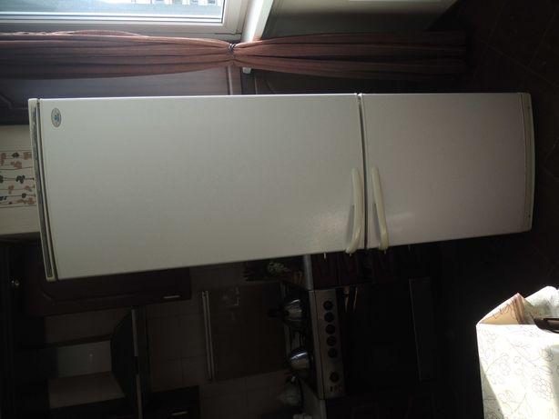 Продам холодильник Атлант 2х камерный высотой 1.95м