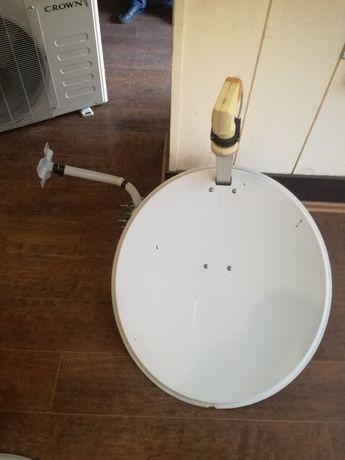 Сателитни чинии със стойки