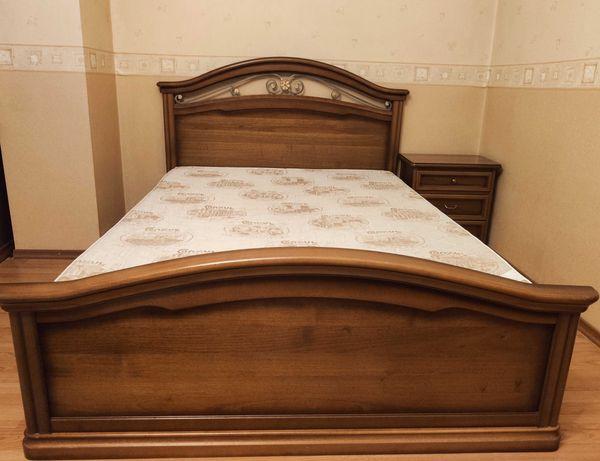 Продам кровать с матрасом и тумбочку