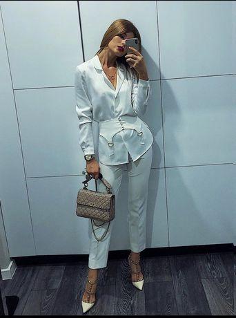The KOOPLES pantaloni albi de la 1000 RON la 299 RON