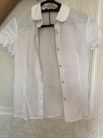 Продам рубашки школьные для девочек размер для 1-го и 2-го класса