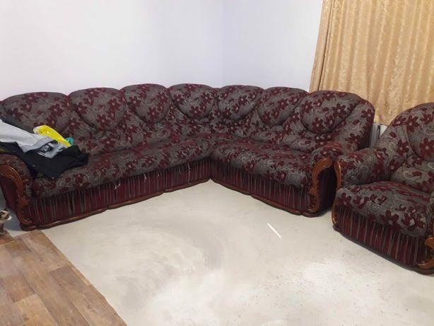 Продается б/ угловой диван и кресло