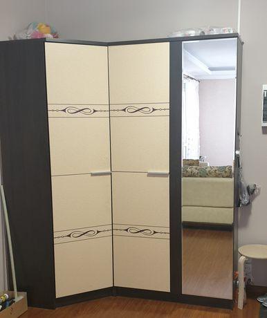 Шкаф угловой в отличном состоянии