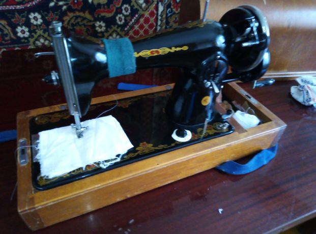 Продам ручную швейную машинку раритет
