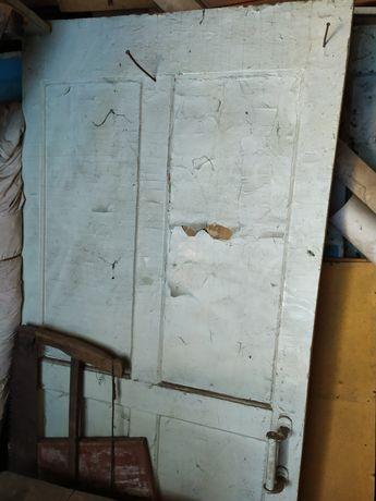 Продам деревянную дверь.