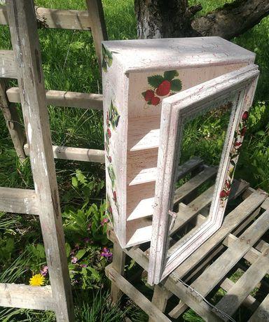 Дървен шкаф, декориран с декупаж - Handmade