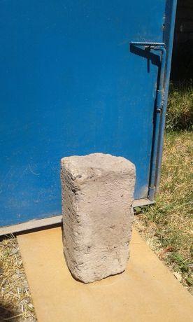 Шлакоблок полнотелый  600 шт по  85тг в Аксукенте