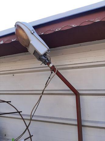Vând lampă stradală cu stâlp!