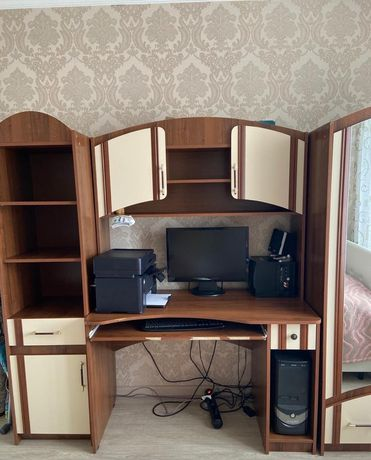 Продам компьютерный стол со шкафом