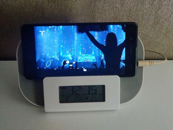 Дигитален настолен часовник