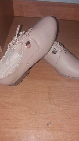 Женские ботиночки, новые ( FLO)
