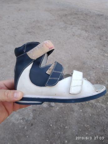 Продам ортопедические сандали из натуральной кожи