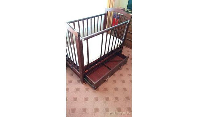 продам кроватку детскую деревянную