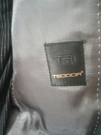 """Продавам страхотно мъжко сако на """"Теодор"""""""