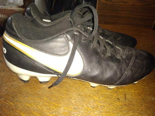 Ghete fotbal Nike Tiempo