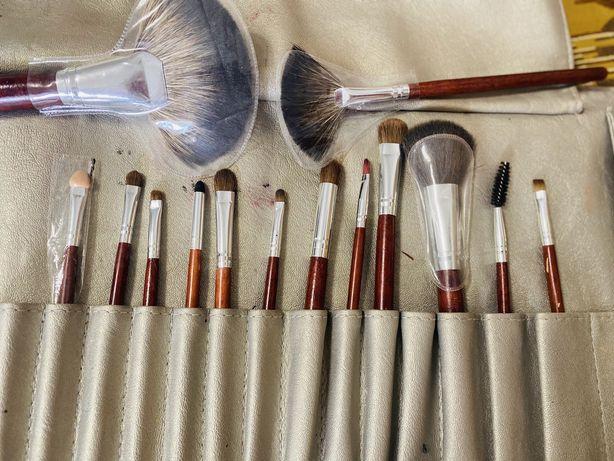 Набор косметических кистей для макияжа
