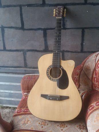 продам гитару в хорошем состсянии